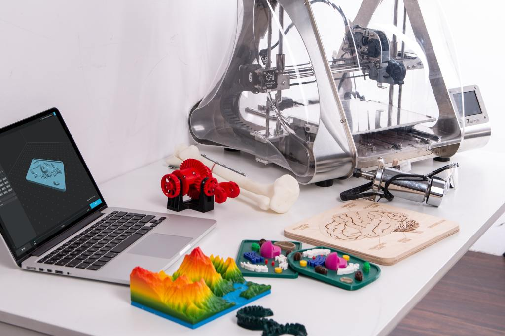 3d printer in san francisco california making art using apple macbook on a sunny day